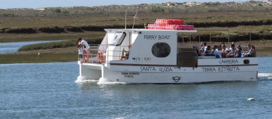 Ferry_to_Praia_de_Terra_Estreita_1_1_5_15